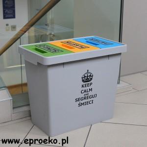 Pojemnik lub kosz na odpady z własnym napisem